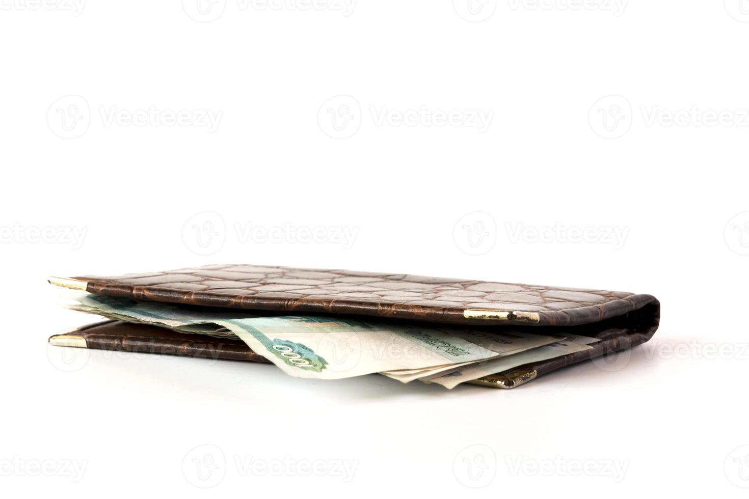 portafoglio in pelle con denaro isolato foto