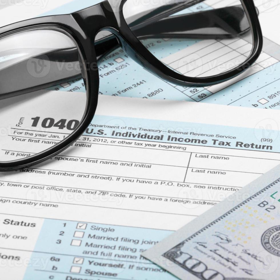 modulo fiscale, dollari e bicchieri - rapporto 1 a 1 foto