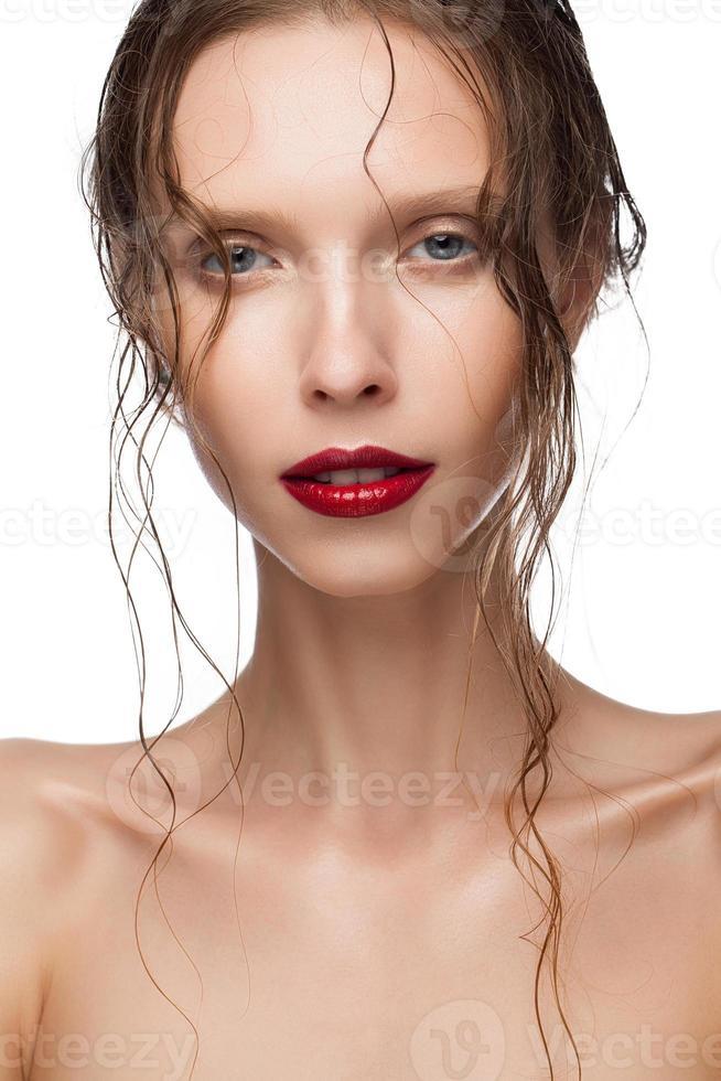 ritratto di bellezza del trucco di bella giornata della giovane donna foto