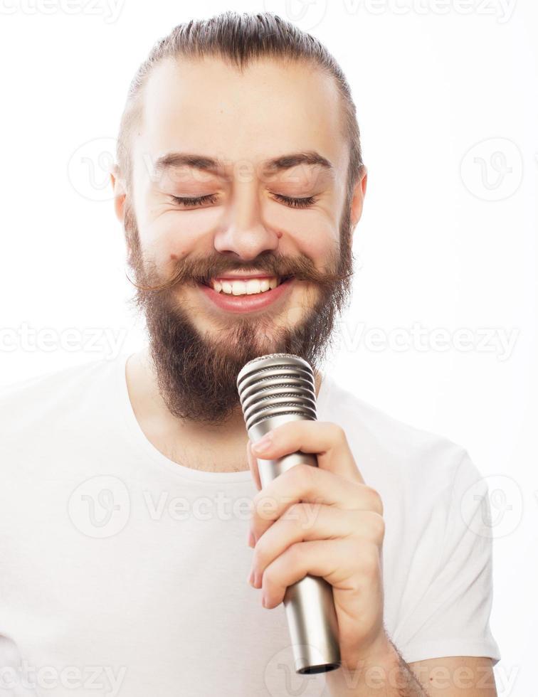 uomo con microfono foto