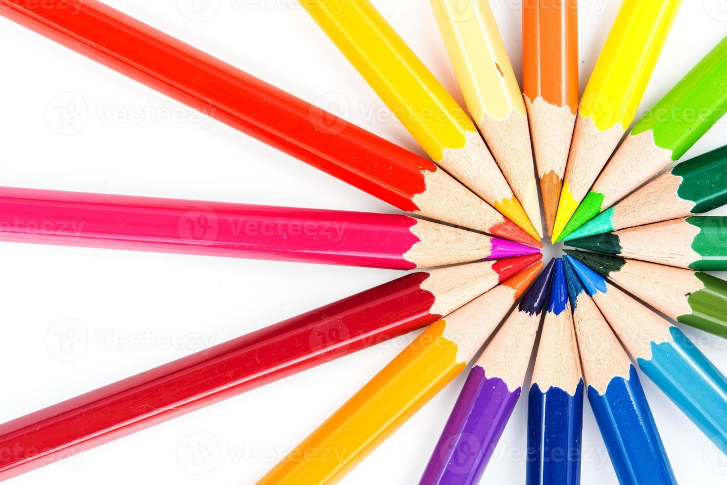 vicino matite colorate foto