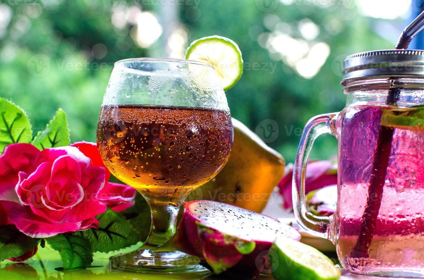 cocktail colorati da vicino foto