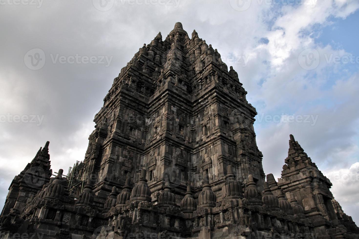 rovine indù del tempio induismo unesco prambanano cultura java indonesia foto