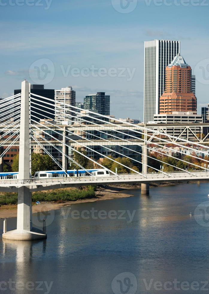 Tilikum attraversando portland oregon nuovo ponte costruzione willamette fiume foto