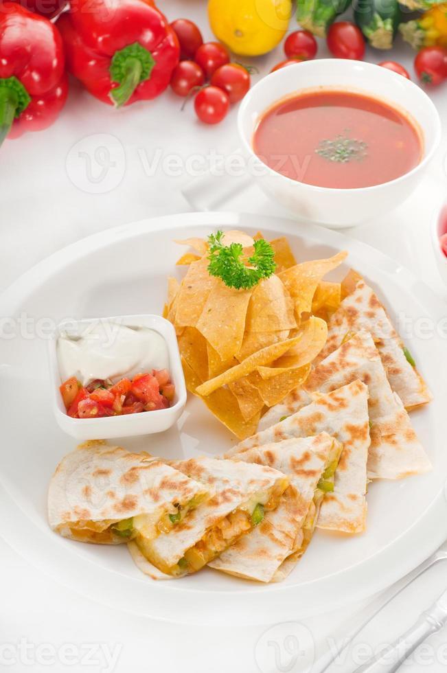 quesadilla de pollo messicana originale foto