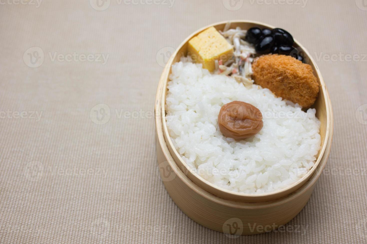lunch box giapponese hinomaru bento (日 の 丸 弁 当) foto