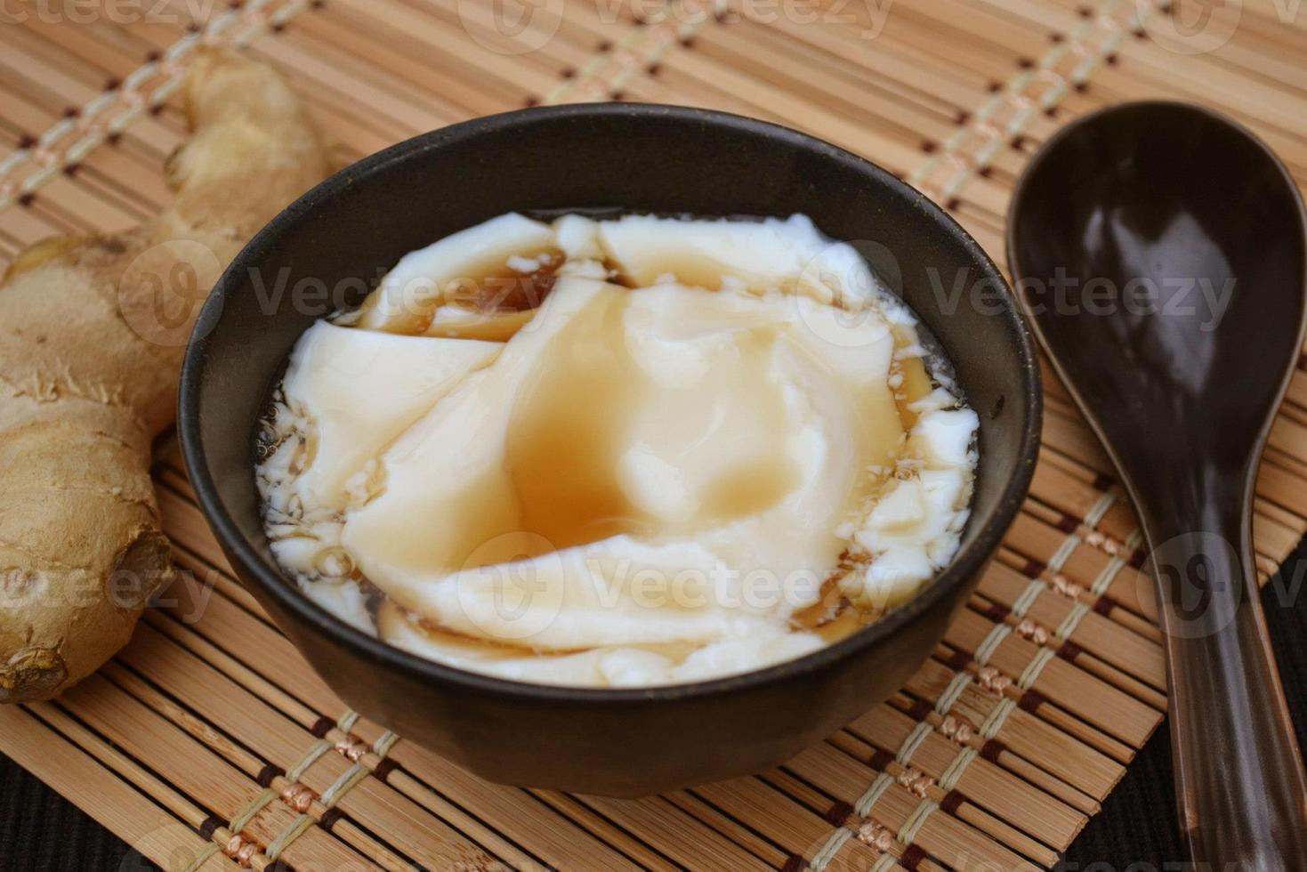 tofu in dessert allo sciroppo di zenzero foto