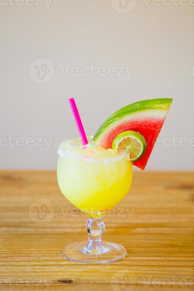 Margarita tradizionale di anguria foto