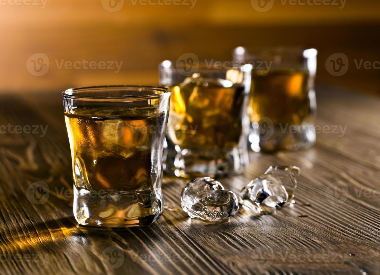 whisky e ghiaccio foto