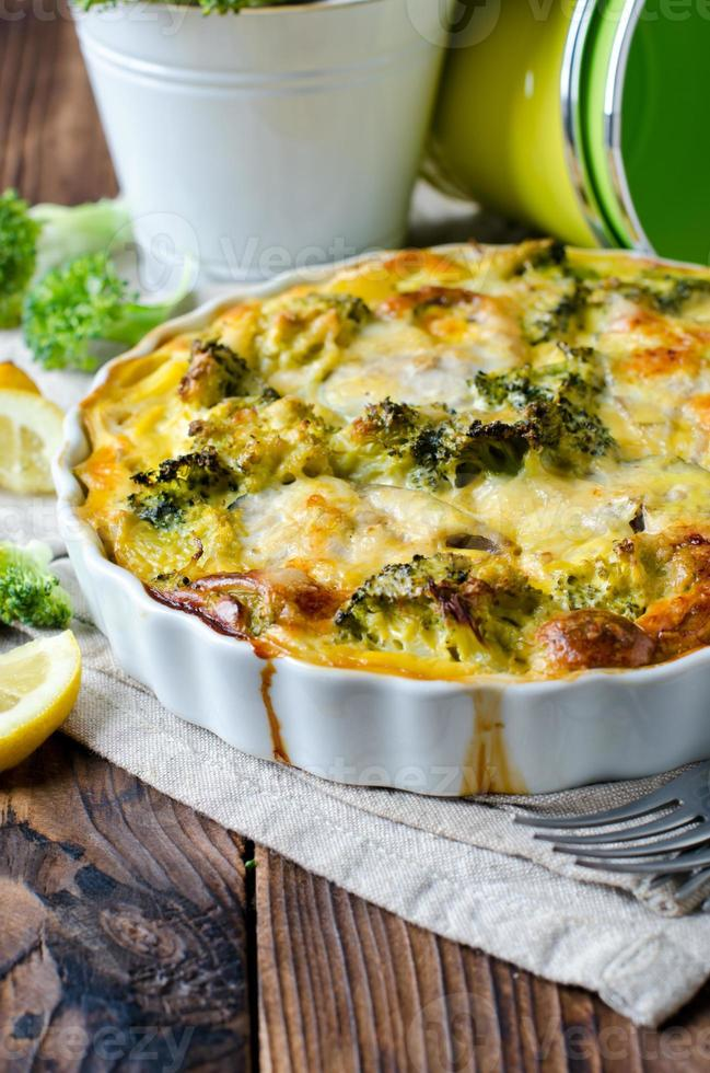 casseruola con broccoli e pesce foto