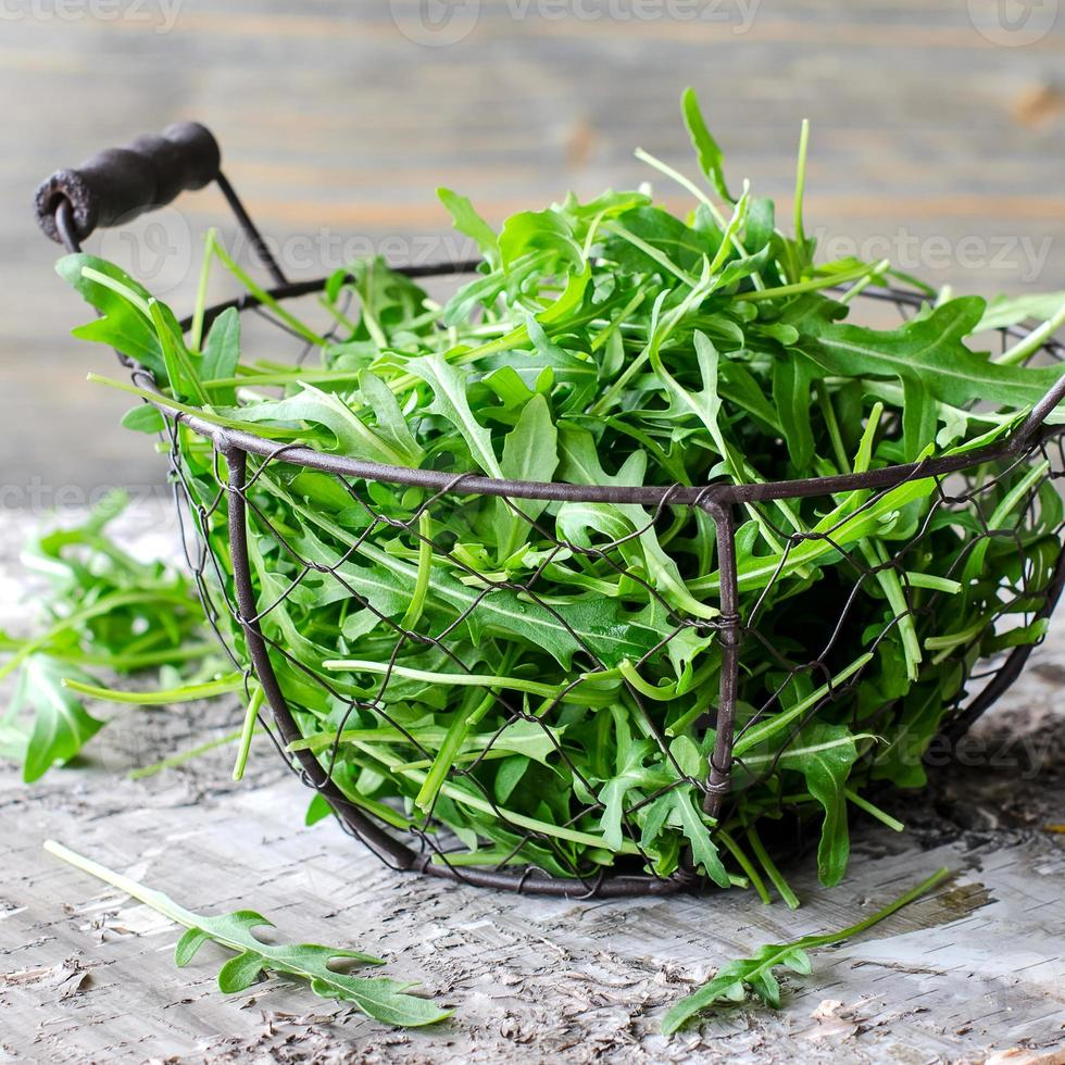 rucola per insalata verde fresca foto