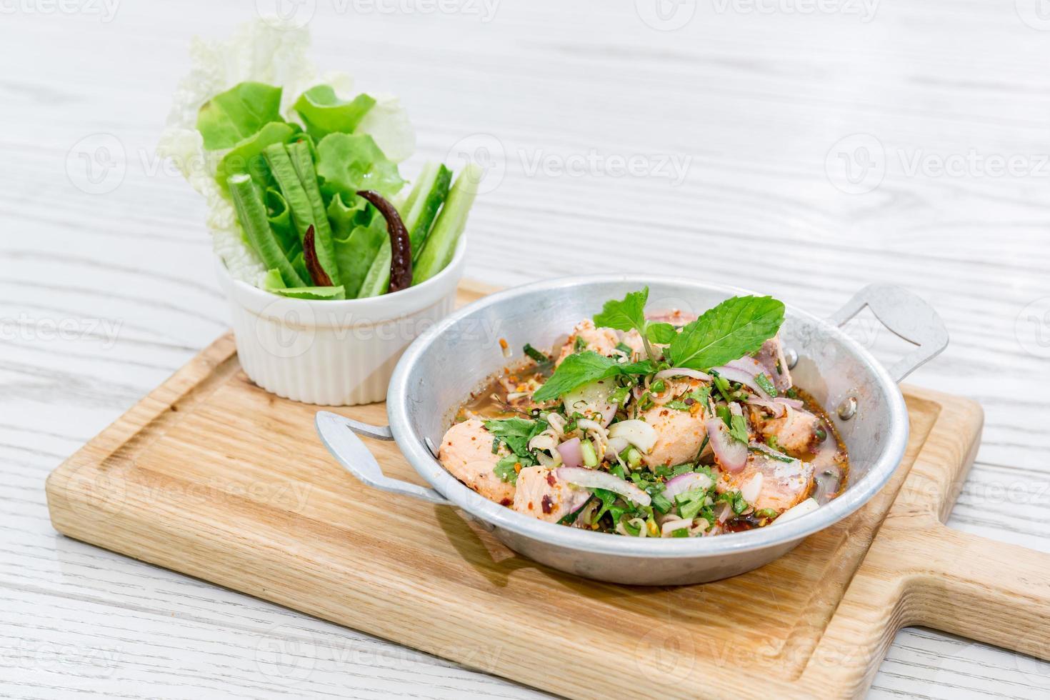 insalata di salmone piccante foto