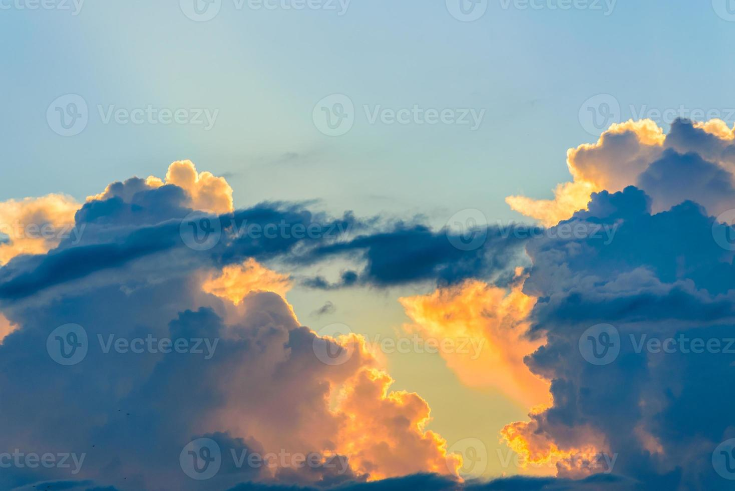 cielo al tramonto nuvole di sfondo foto