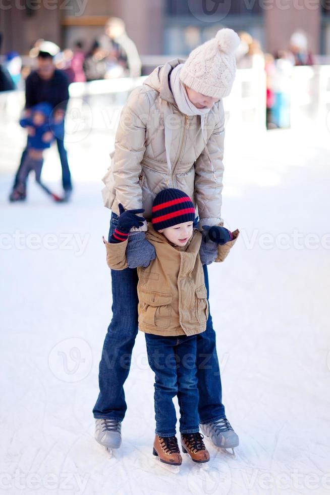 pattinaggio su ghiaccio familiare foto