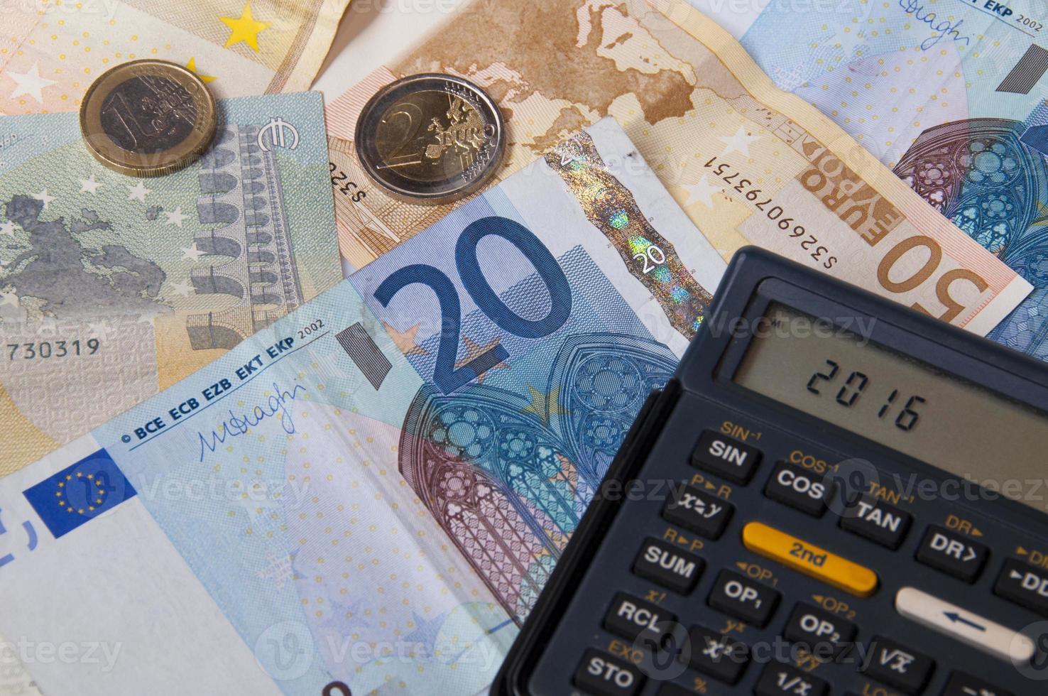 soldi e calcolatrice nell'anno 2016 foto
