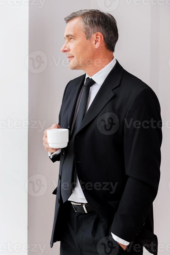 rilassante durante la pausa caffè. foto