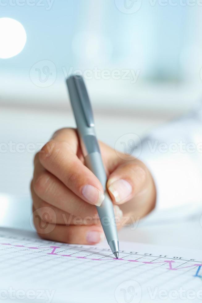 mano con la penna foto