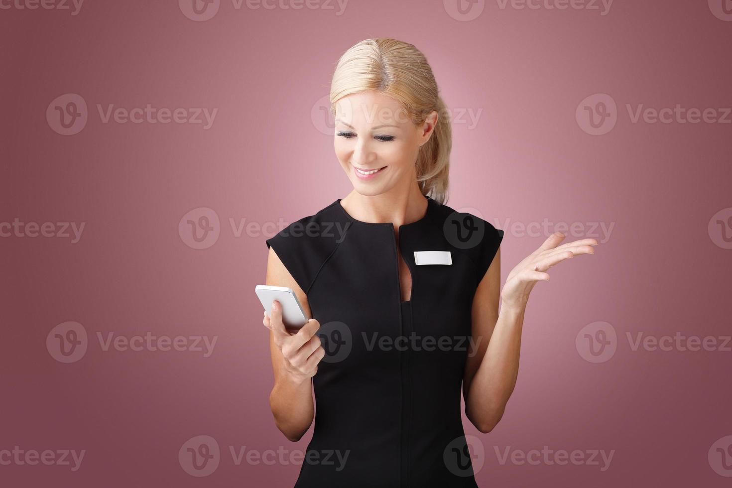 imprenditrice con cellulare foto