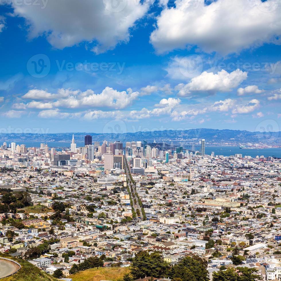 skyline di san francisco da cime gemelle in california foto