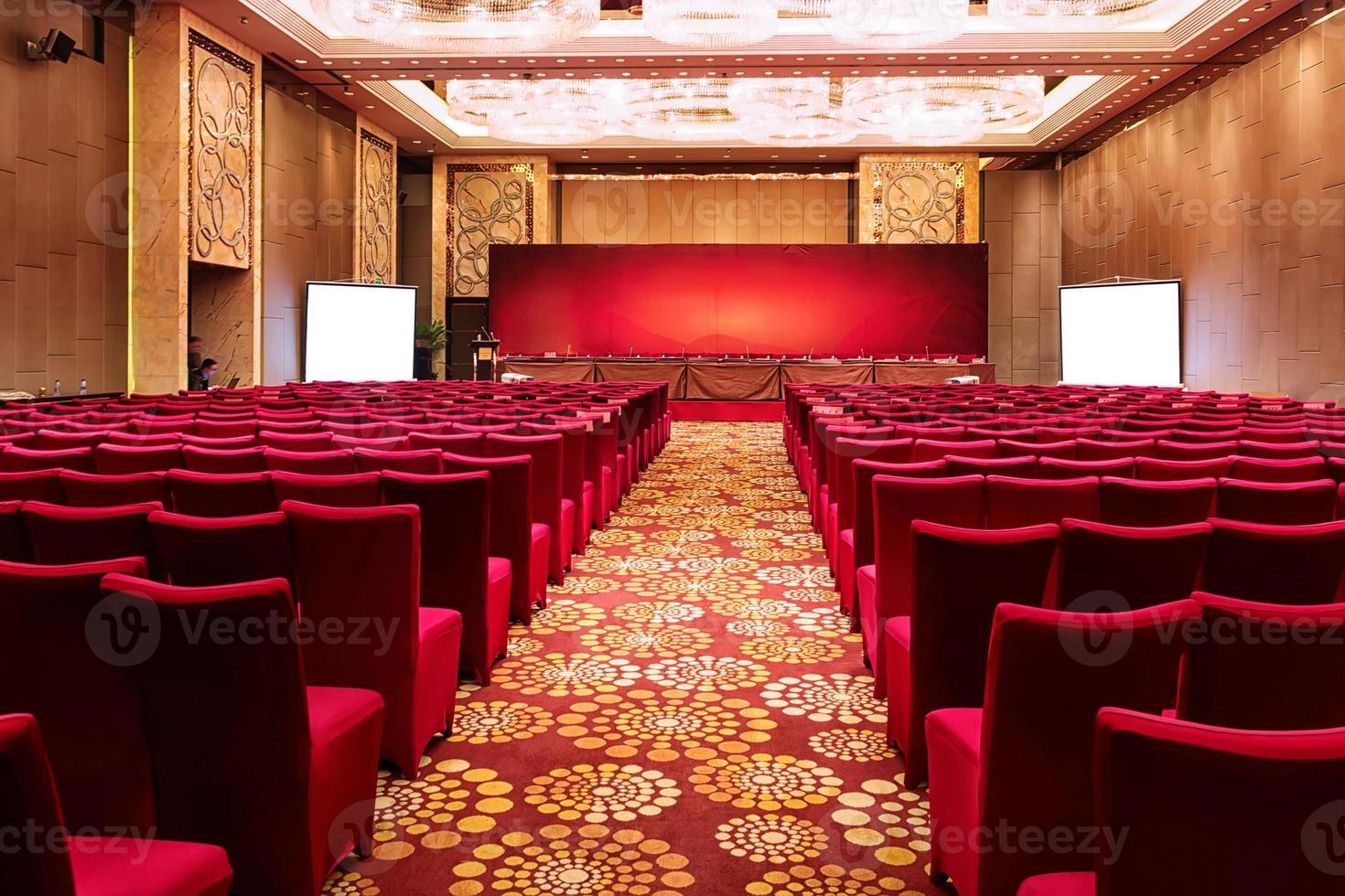 sala conferenze interna e sedie. foto