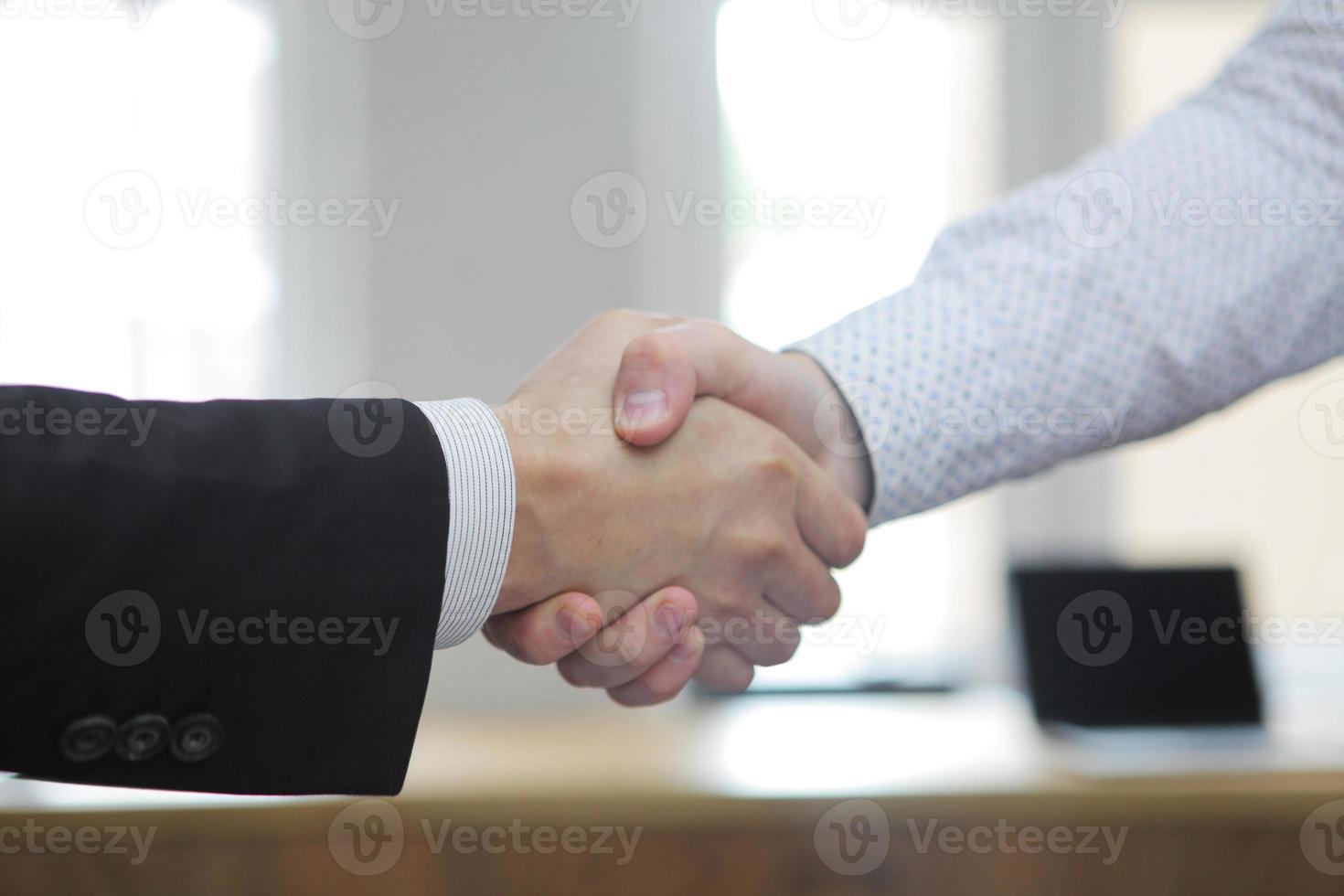 uomini d'affari al lavoro foto