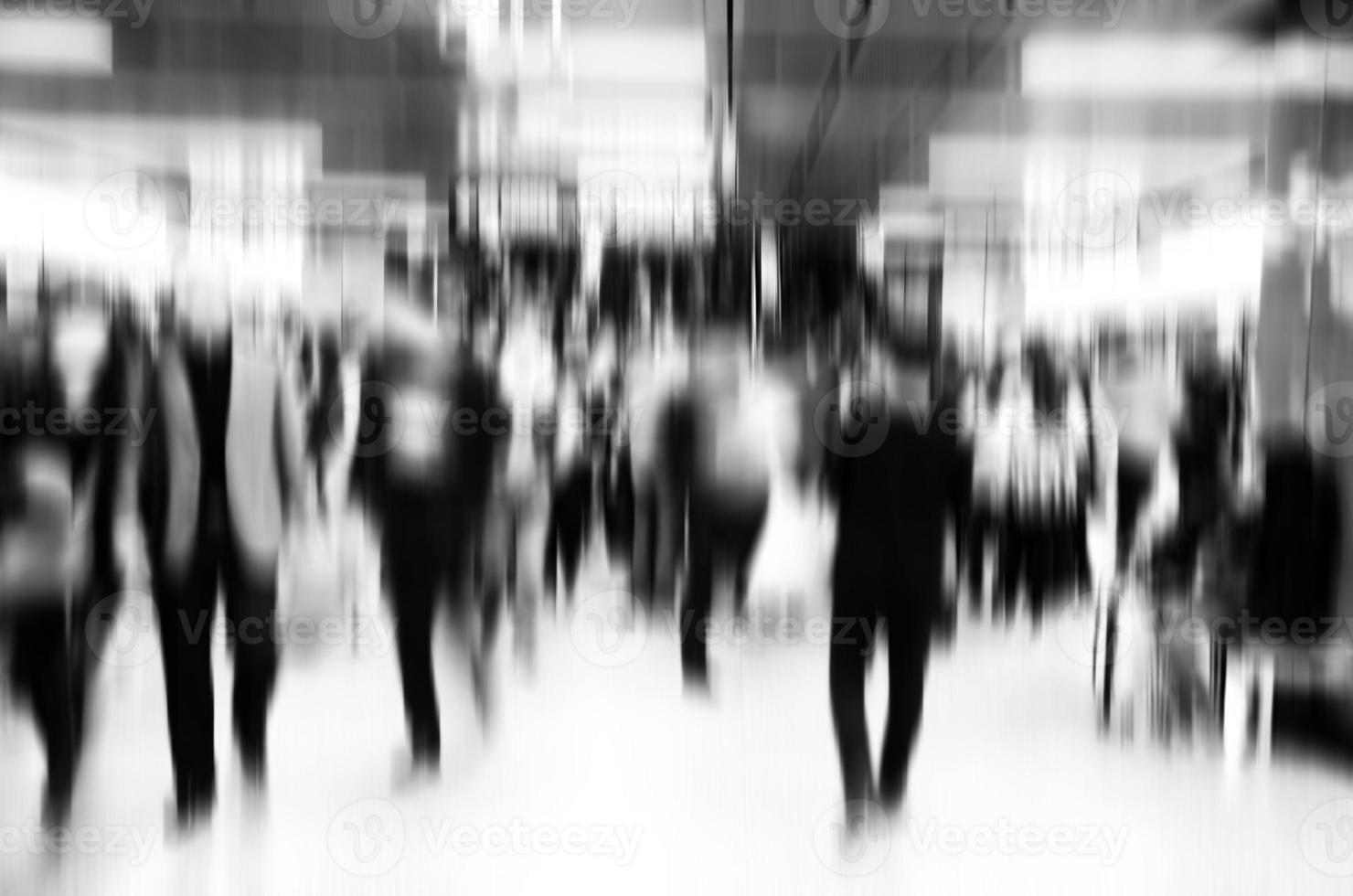 attività di uomini d'affari astratta in grande città. sfocatura di movimento. foto