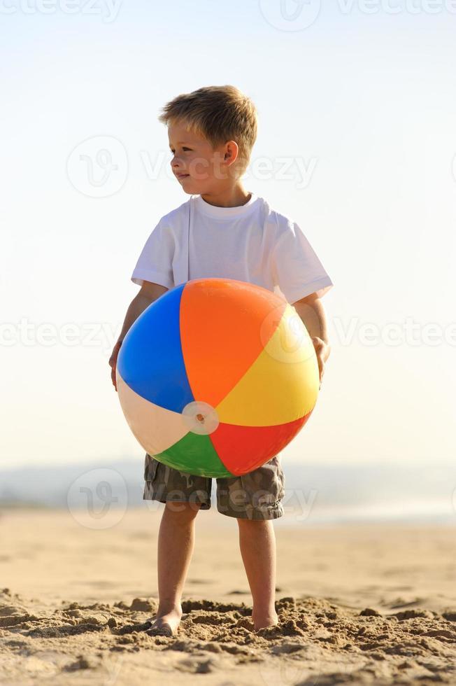 gioia del pallone da spiaggia foto