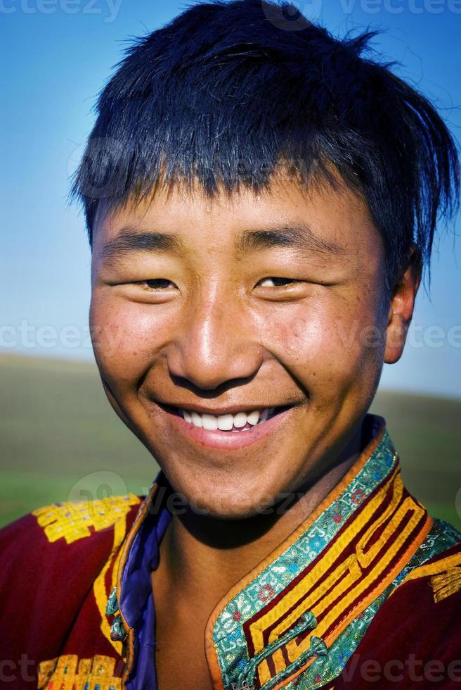 concetto tranquillo di solitudine del vestito tradizionale dall'uomo mongolo foto