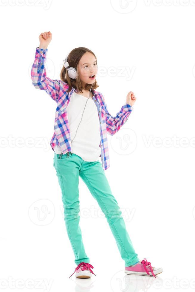ragazza che balla con le cuffie foto