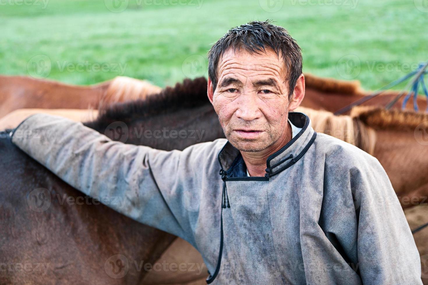 cavaliere mongolo a cavallo foto