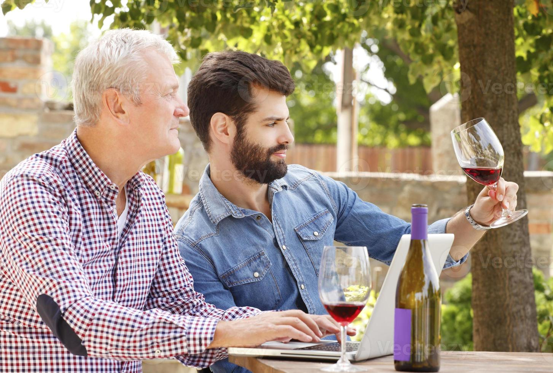 degustazione del vino foto