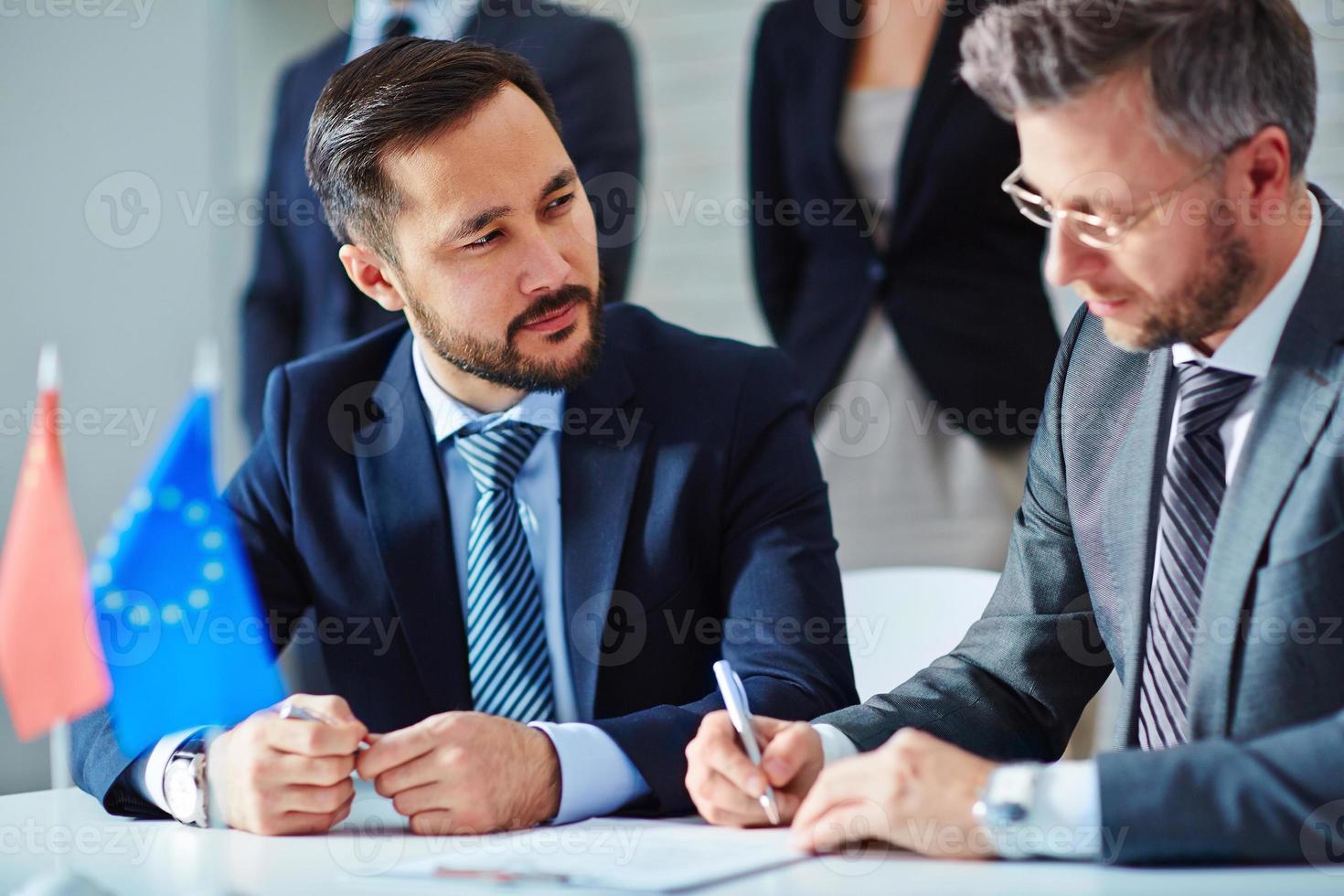 firma un contratto foto