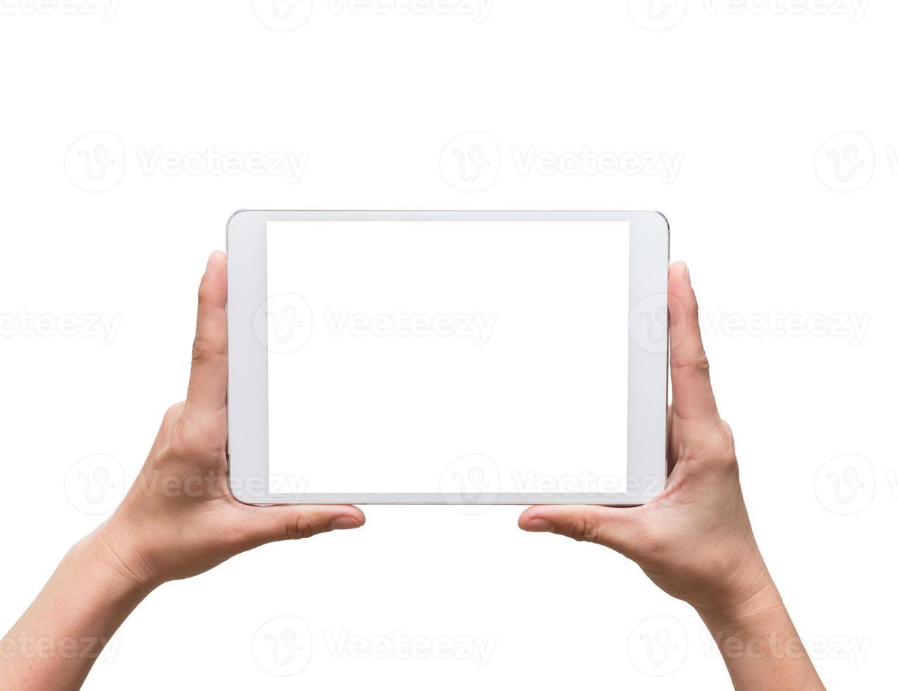 mani femminili in possesso di un gadget di computer touch tablet su bianco foto