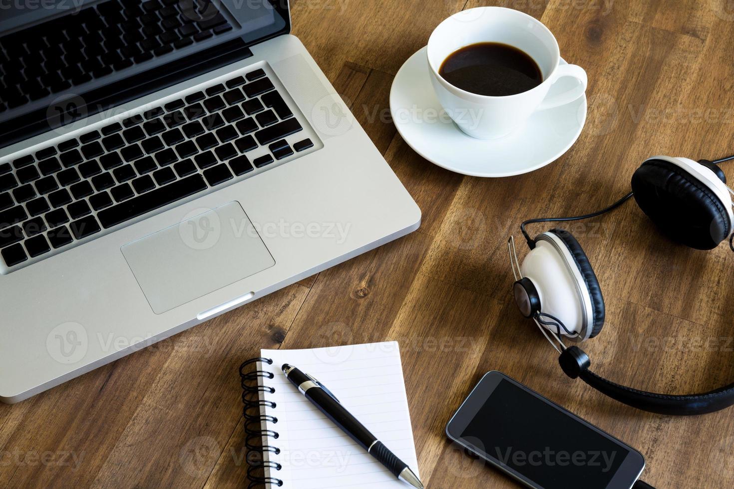 lavorare con il laptop foto