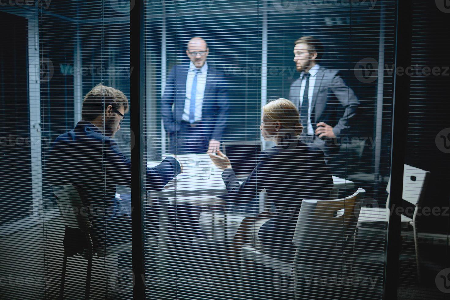 riunione dei dirigenti foto