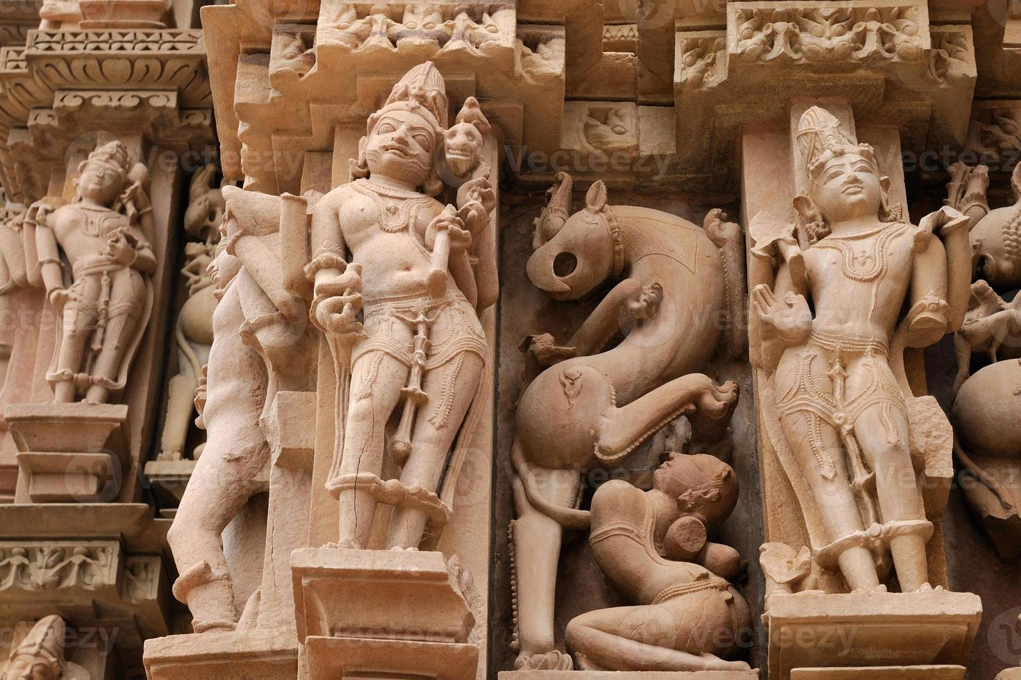 simboli religiosi indiani sui templi di Khajuraho foto