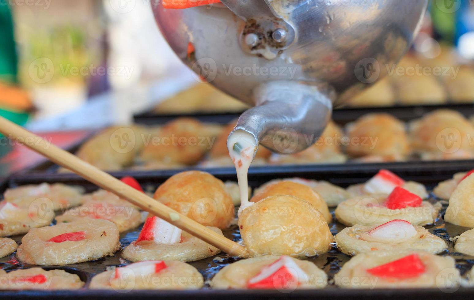 fabbricazione di takoyaki foto