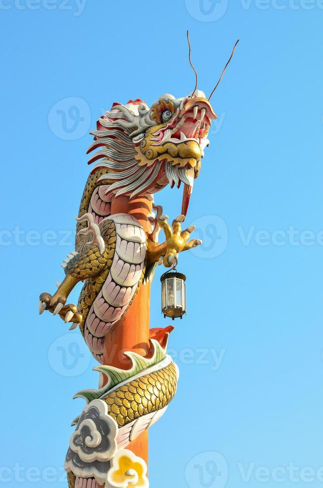 statua del drago in stile cinese foto