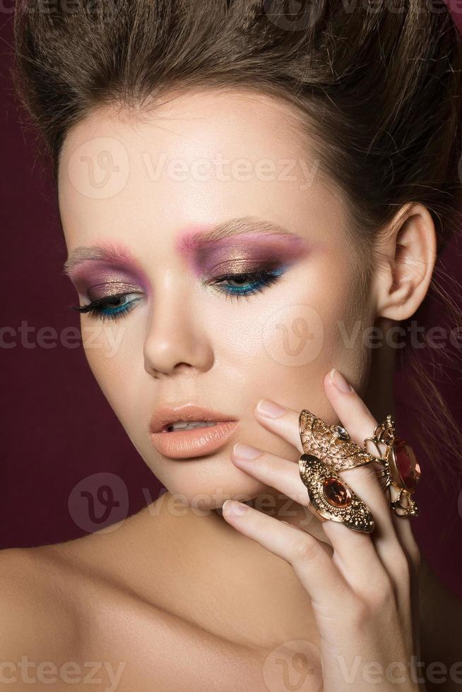 Ritratto di ragazza di bellezza moda glamour foto