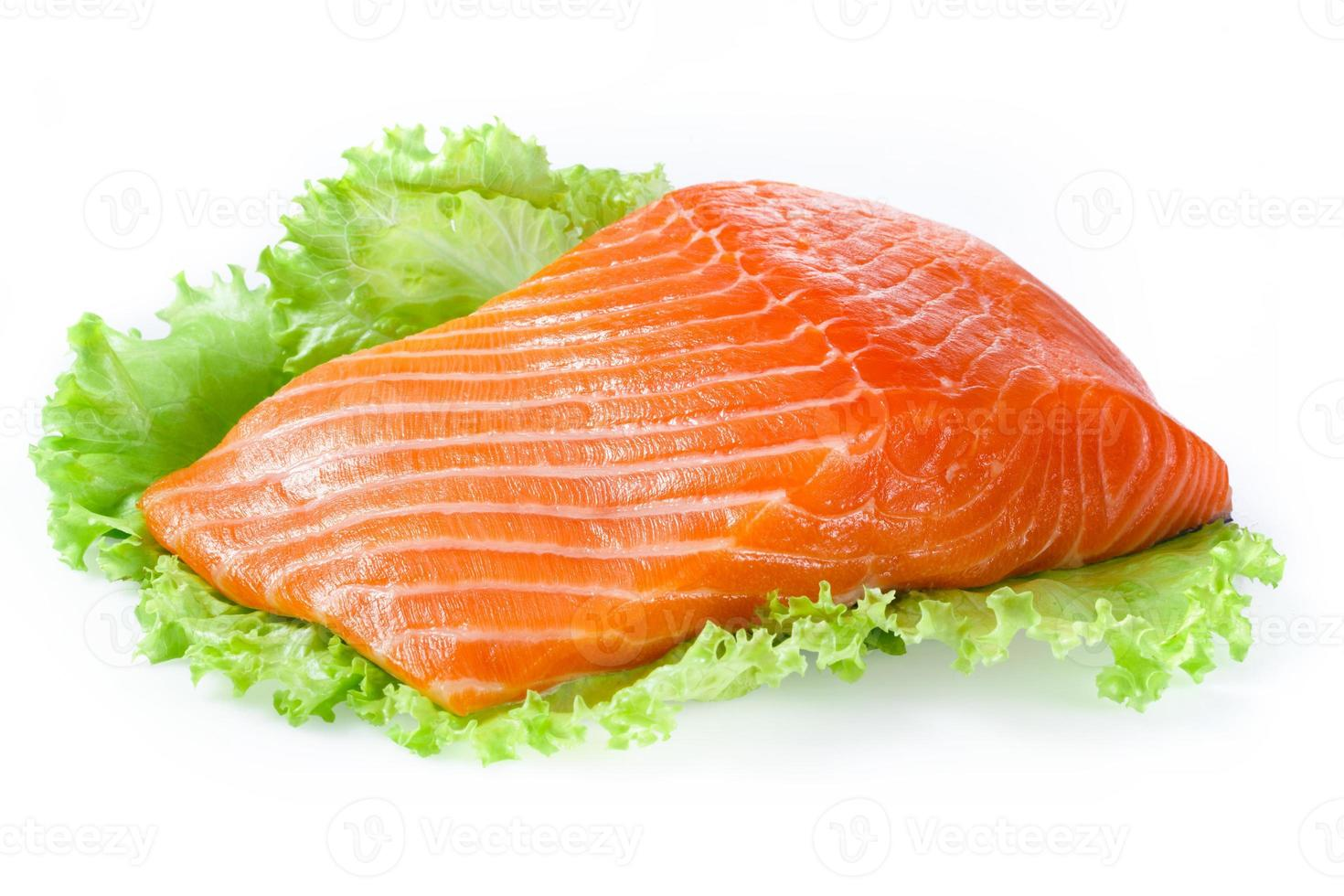filetto di salmone isolato su bianco foto