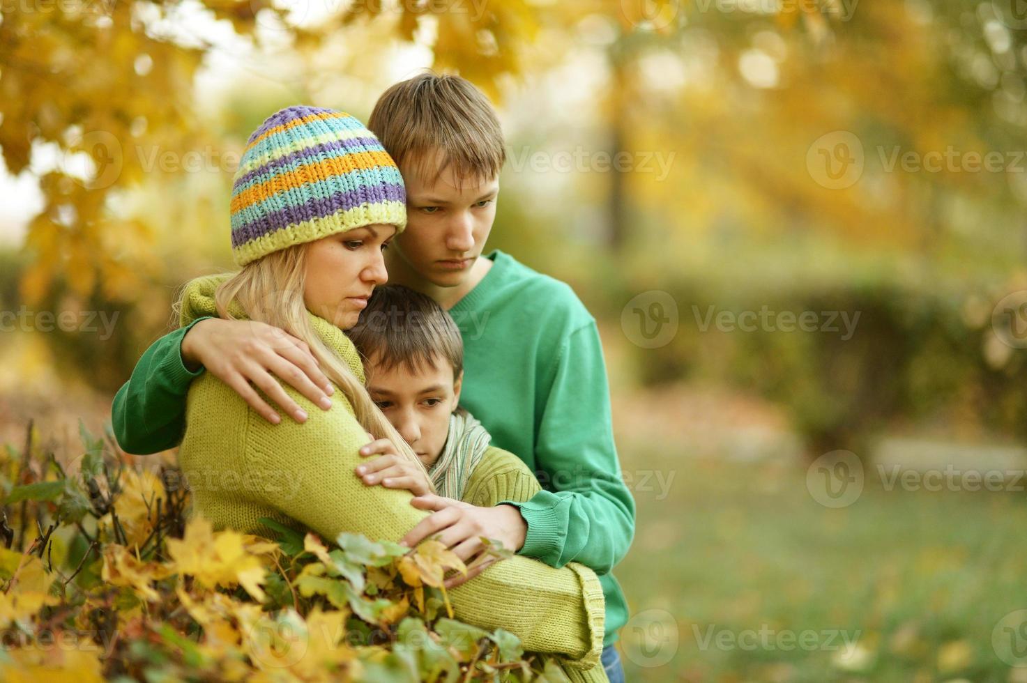 madre con i suoi figli foto