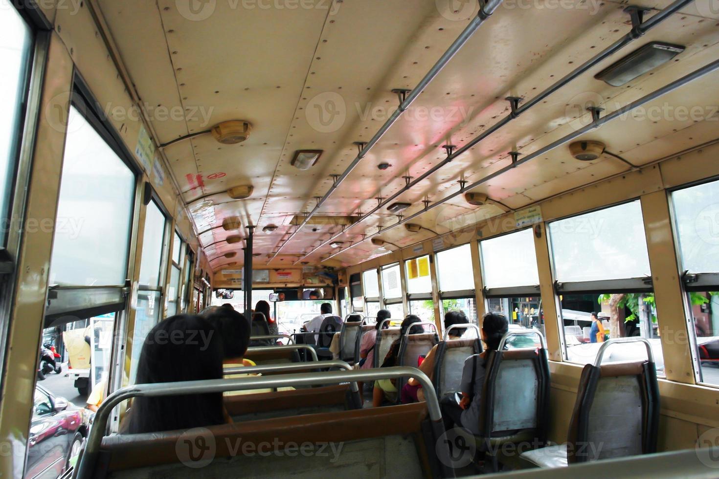 sull'autobus foto