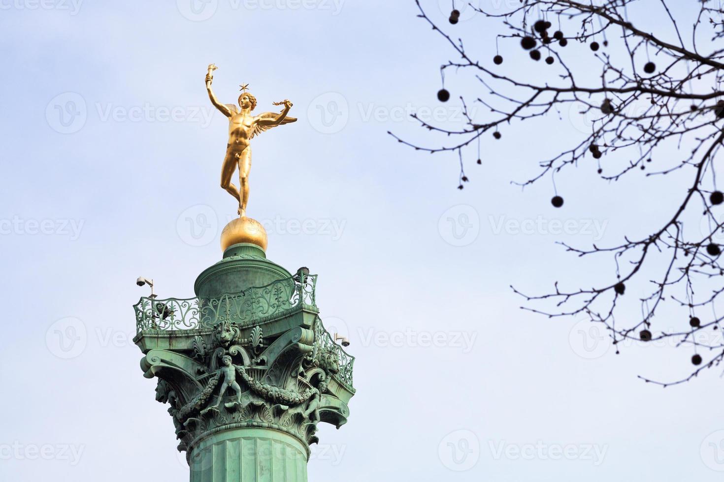 colonna di luglio in place de la bastille a parigi foto
