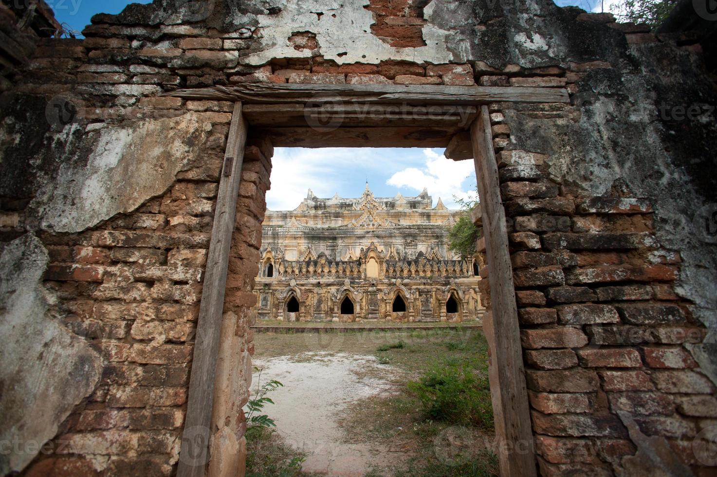 maha aung mye bon zan monastery. foto
