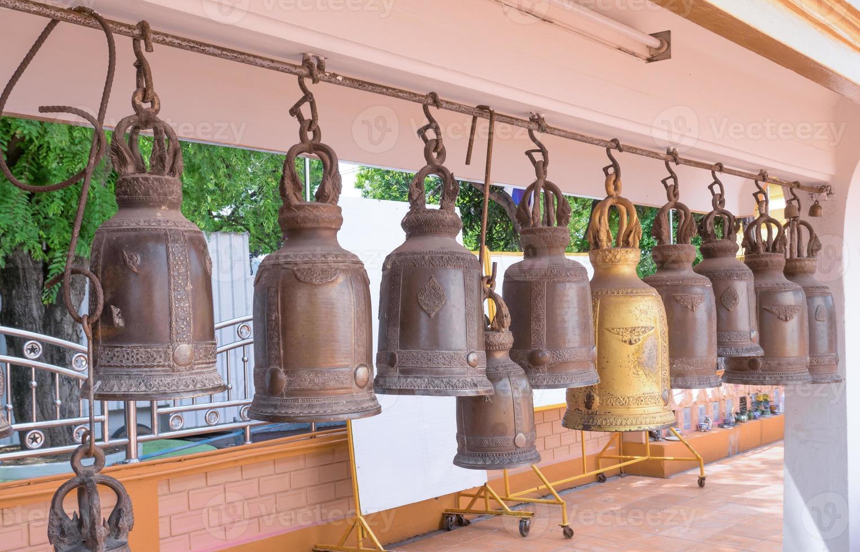 campane in un tempio buddista foto