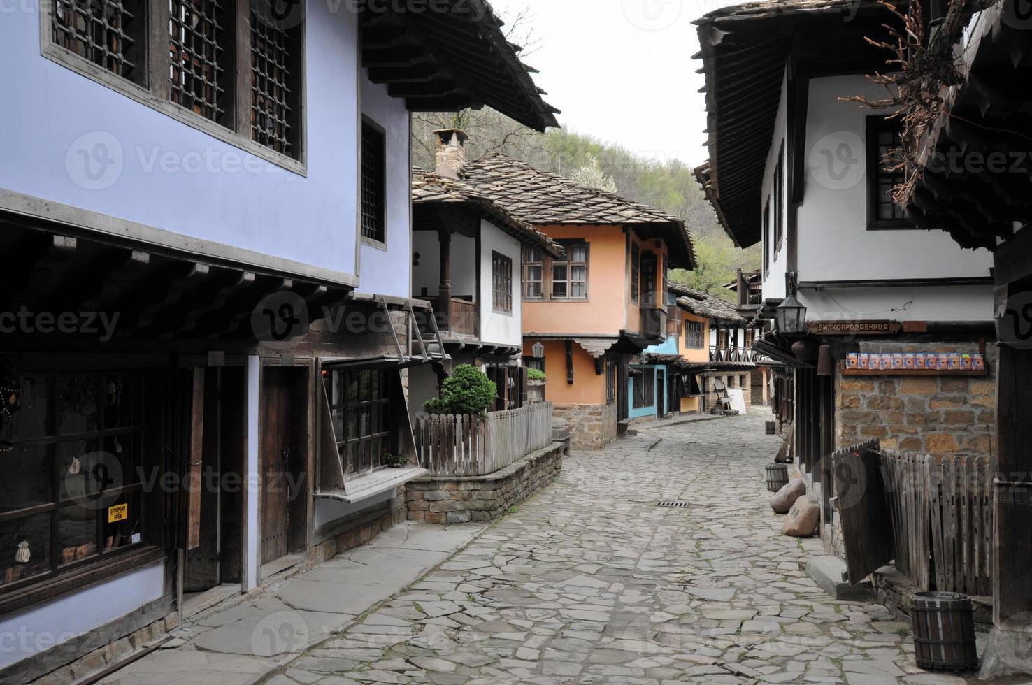 tipica vecchia architettura bulgara, etara, bulgaria foto