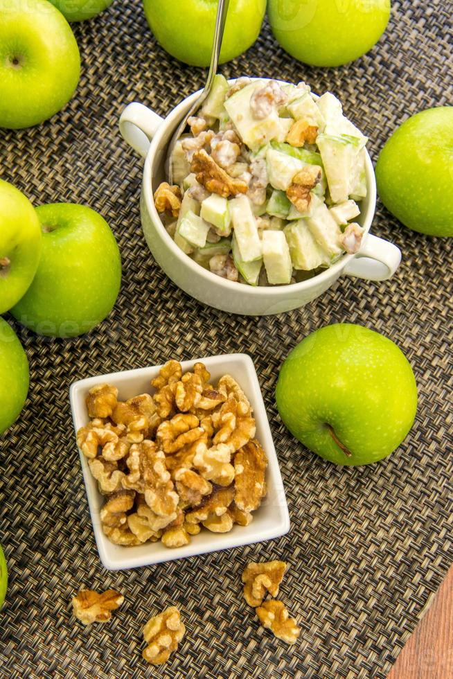 insalata di mela verde e noci foto
