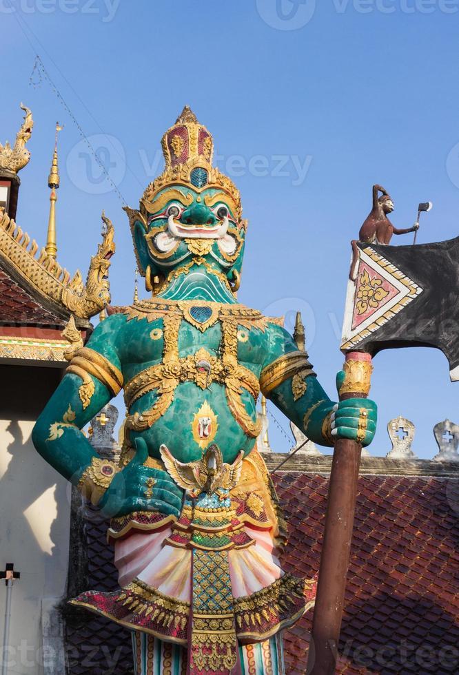statua del gigante della Tailandia foto