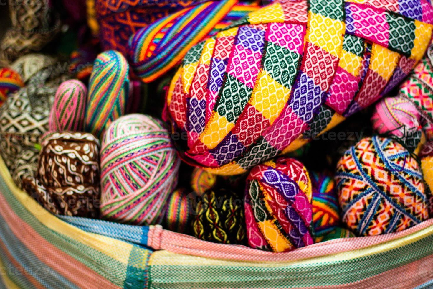 tessuto colorato al mercato in Perù, sud america foto