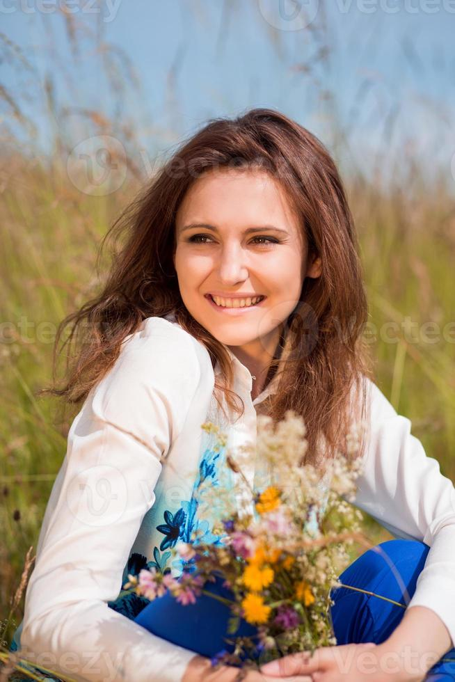 ragazza di bellezza all'aperto foto